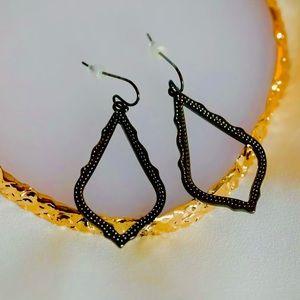 ✨RARE✨KENDRA SCOTT Sophia Gunmetal Drop Earrings